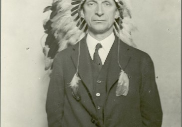 Eamon de Valera in Indian Headdress, 18 October 1919