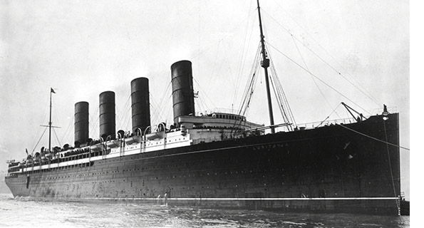 RMS_Lusitania_coming_into_port,_possibly_in_New_York,_1907-13-crop_595