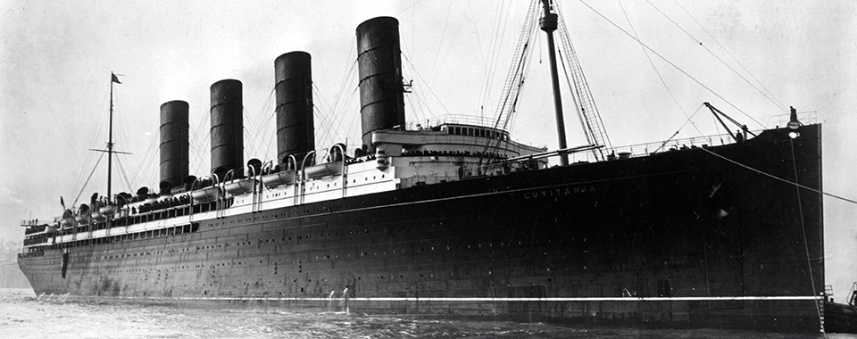 RMS_Lusitania_coming_into_port,_possibly_in_New_York,_1907-13-crop_960